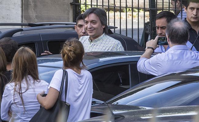 Hijos de Kirchner van a tribunales por sospechas de corrupción