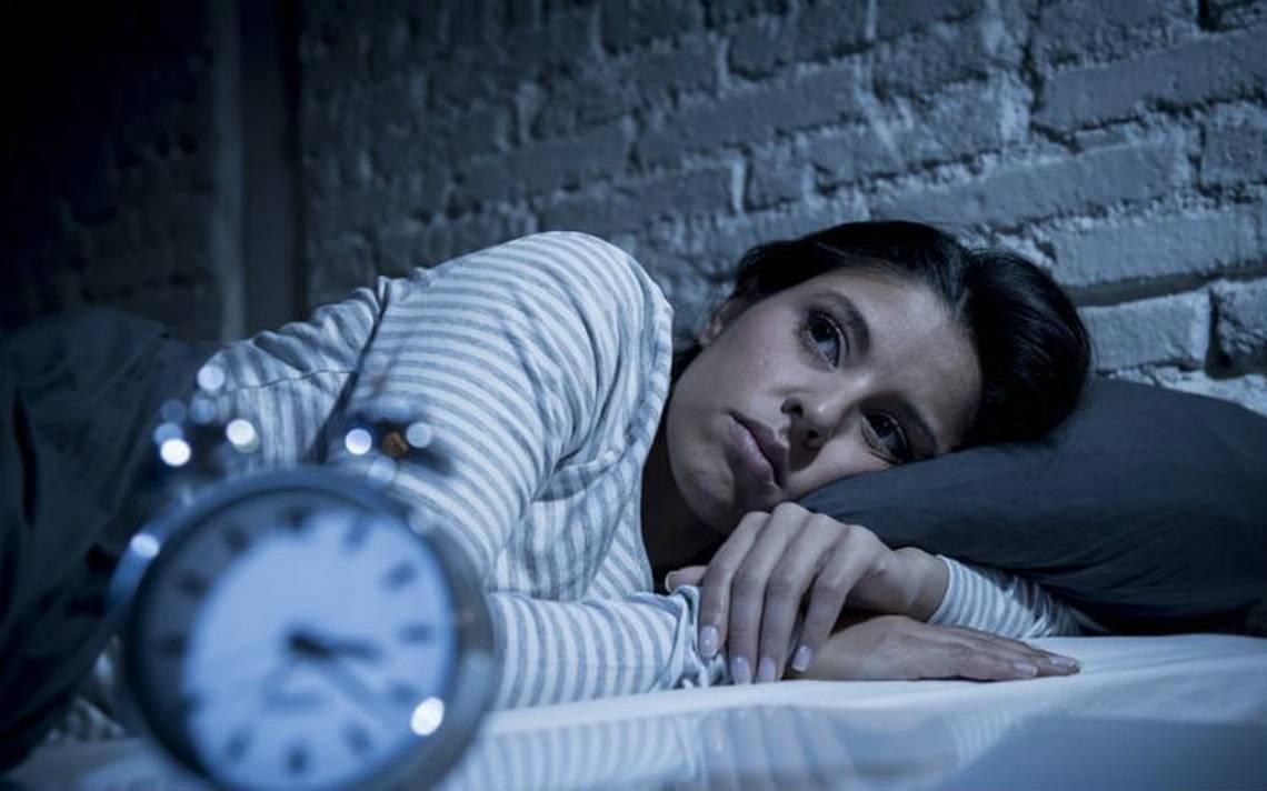 ¿No logras conciliar el sueño? Esto es lo que expertos recomiendan