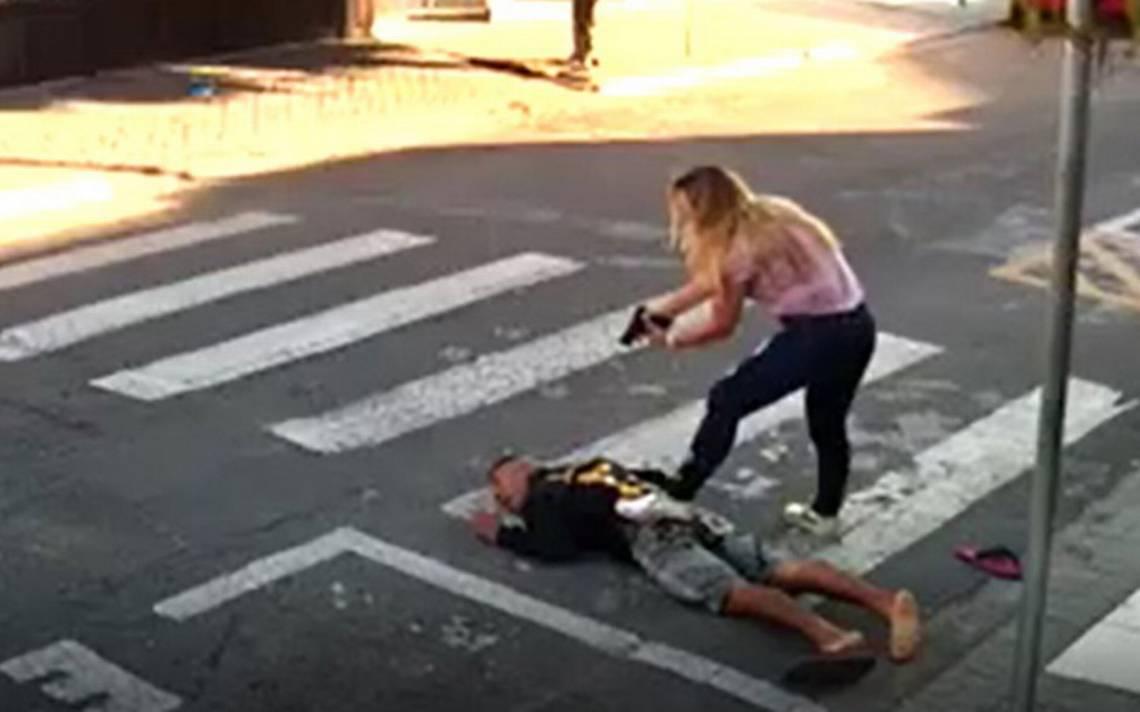 [Video] Mamá frustra asalto justo antes del festival por el Día de las Madres