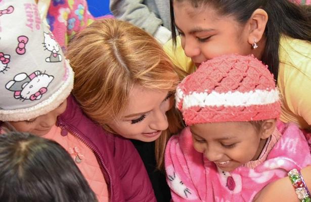 Exhorta Angélica Rivera de Peña a prevenir el cáncer