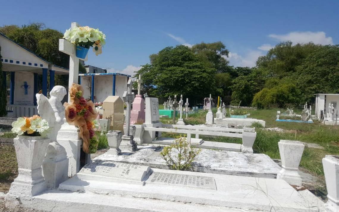 Buscan prohibir el uso de flores en panteones para evitar dengue y zika