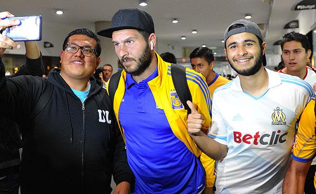Silenciosa llegada de los campeones a la Ciudad de México
