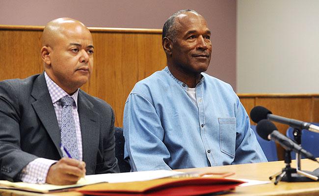 Dan libertad condicional a O.J. Simpson, ex estrella de NFL