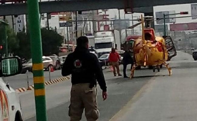 Helicóptero paraliza el tránsito en Monterrey