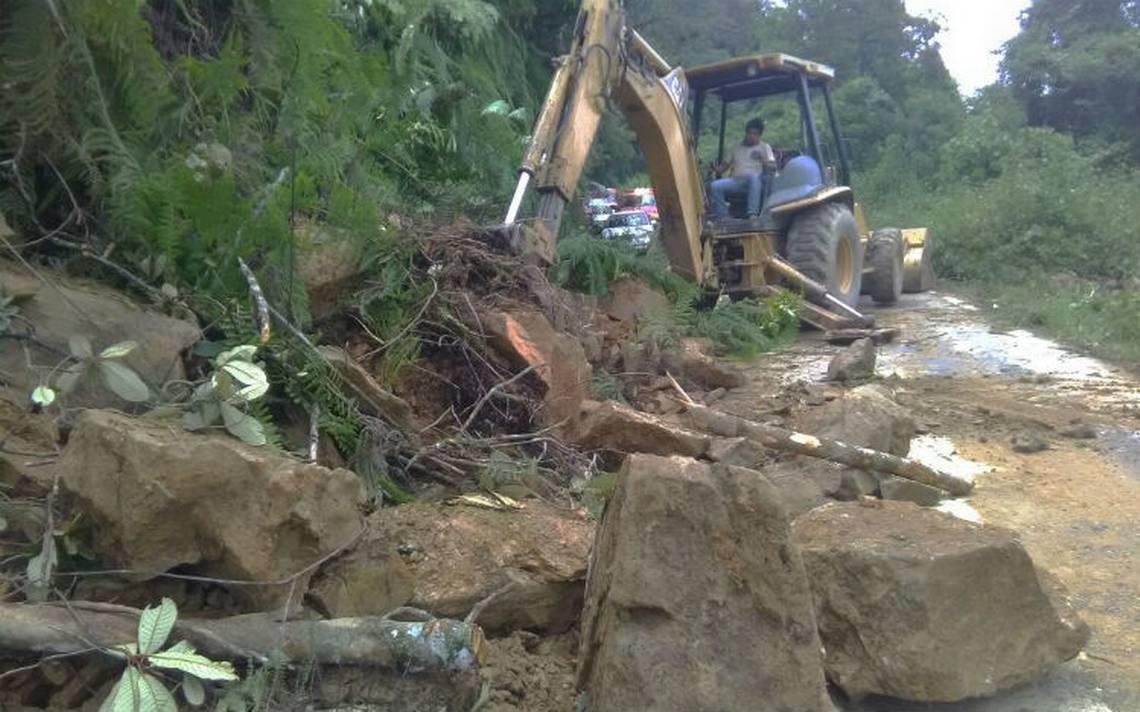 Se registraron 3 derrumbes sobre la carretera Orizaba-Zongolica