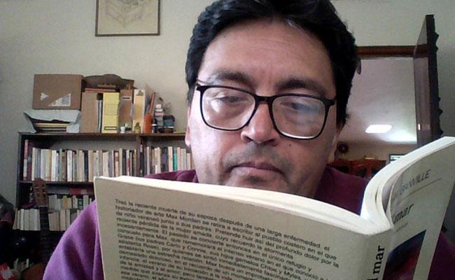 Arturo Alcántar el escritor que ama vivir
