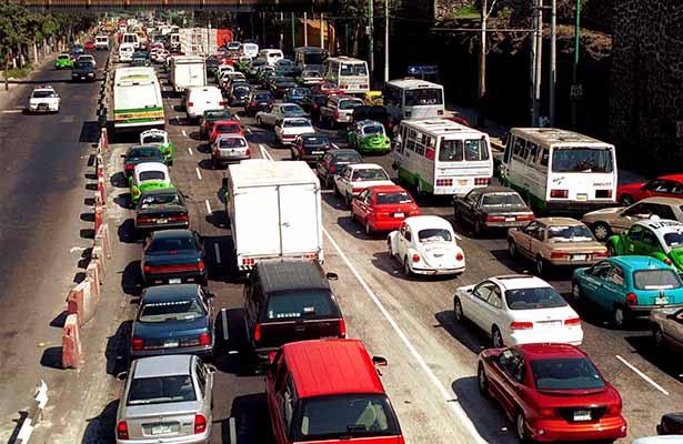 Sin permiso para circular autos con engomado verde