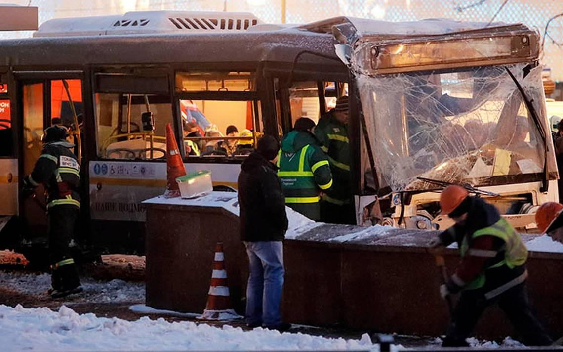 Mueren arrolladas al menos 5 personas por autobús en Moscú