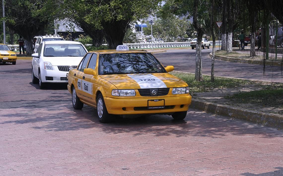 Armados, taxistas cometen delito