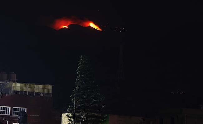 Controlan incendio en el Ajusco; estiman 70 hectáreas afectadas