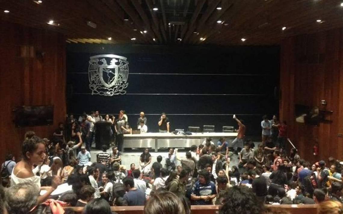 Tras asamblea universitaria exigen destitución de Graue y director general del CCH