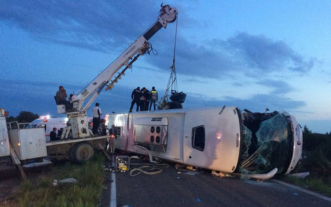 Accidente de autobús en Durango deja al menos 11 muertos