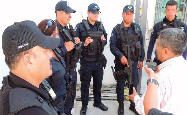 Reconocen a policías municipales que enfrentaron a grupo criminal en Mazatlán