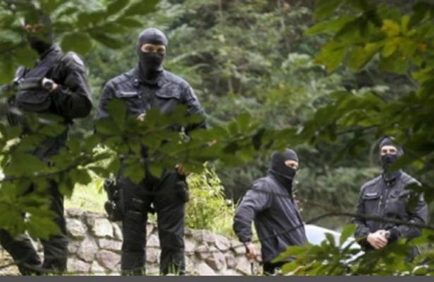 Cinco presuntos miembros de ETA detenidos en Francia con arsenal