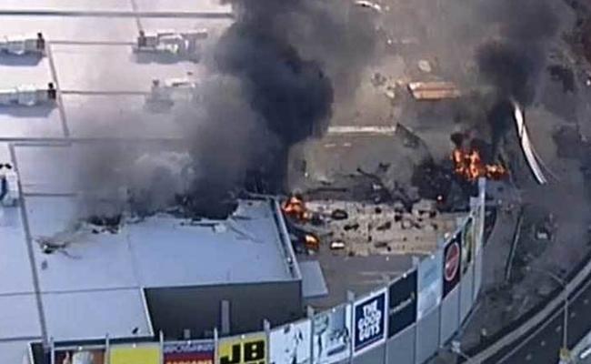 Mueren cinco tras estrellarse avioneta en Melbourne, Australia
