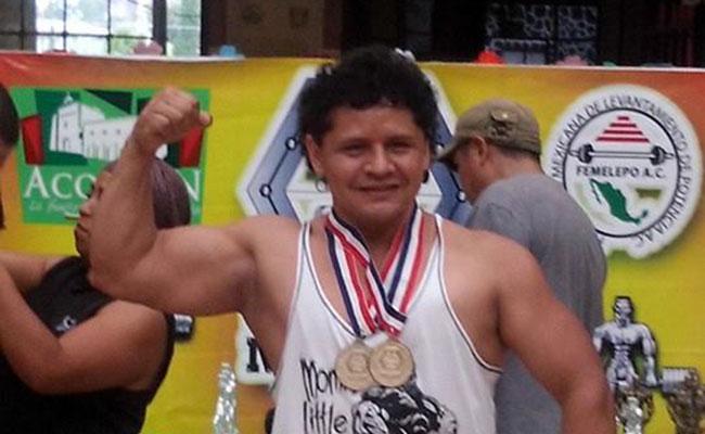 Paco Manrique preparado para el Campeonato Mundial de Powerlifting