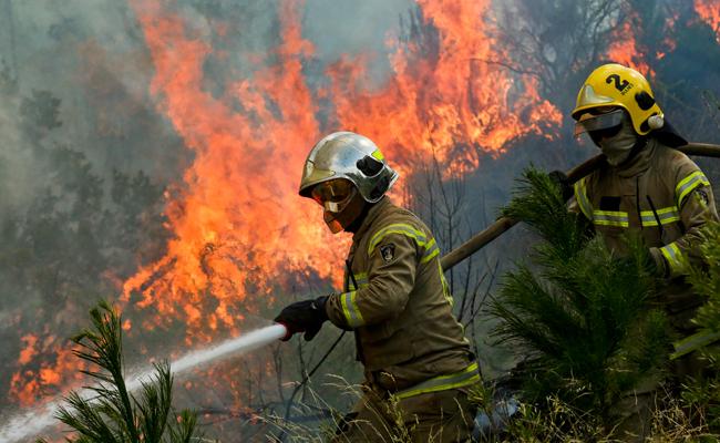 Continúan los incendios en Chile, evacúan a pobladores de Portezuelo