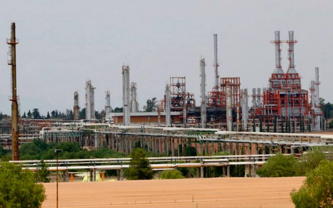 Invertir en refinerías, como propone AMLO, es un riesgo para México: BBVA Bancomer