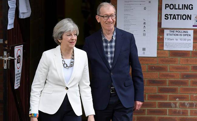 Entre incertidumbre e inquietud, británicos eligen a gobierno que negociará el Brexit