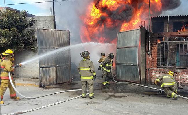 Desalojadas 100 personas y casas afectadas por incendio