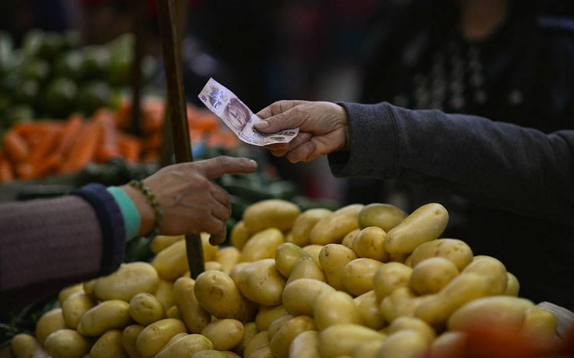 Gasolina, frutas y verduras aceleran inflación en primera quincena de julio: INEGI