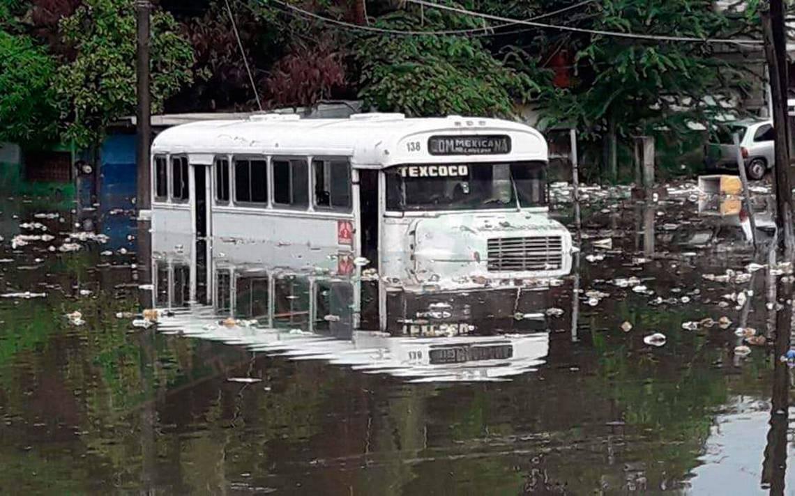 Se inunda zona conurbada de Veracruz y delincuentes aprovechan para robar