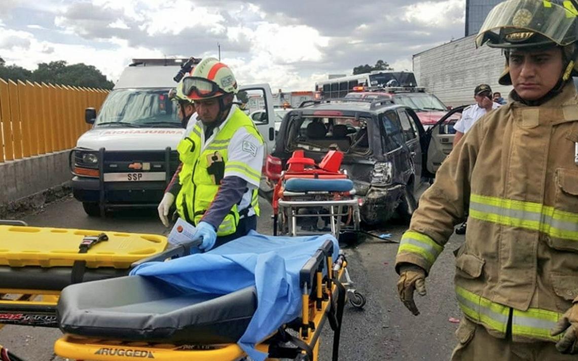 Combi protagoniza otro accidente, ahora en la México-Puebla