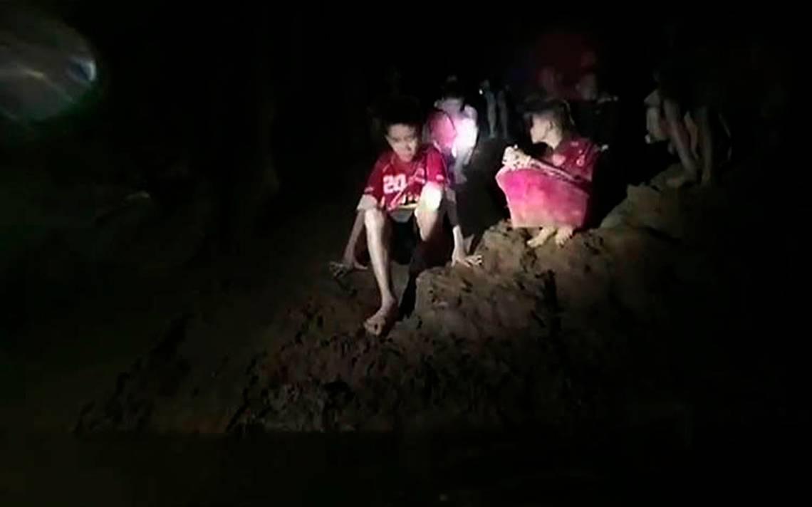 Podría tardar meses el rescate de niños atrapados en una cueva de Tailandia