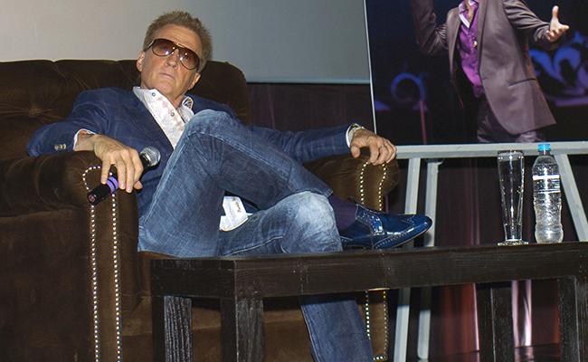 """Emmanuel renueva su repertorio y presenta su """"MTV Unplugged"""""""