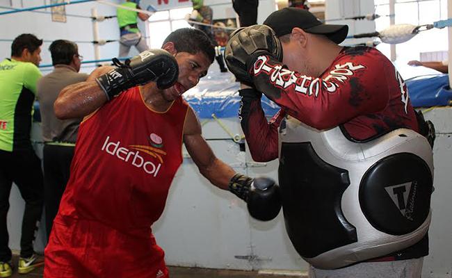 """Miguel """"Escorpión"""" Marriaga entrena en el gimnasio Nuevo Jordán"""