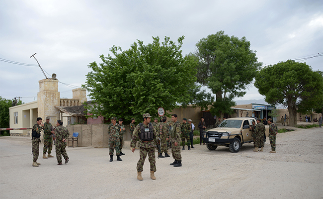 Se eleva a 140 soldados muertos tras ataque del Talibán contra base militar