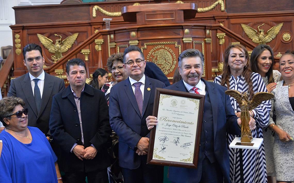 Ortiz de Pinedo, Eduardo EspaA�a y MartA�n Urieta, reciben Medalla al MA�rito de las Artes 2018.