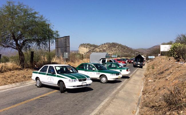 Transportistas bloquean carretera federal México-Puebla