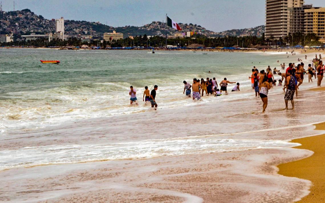Cierran puerto de Acapulco a navegación por mar de fondo