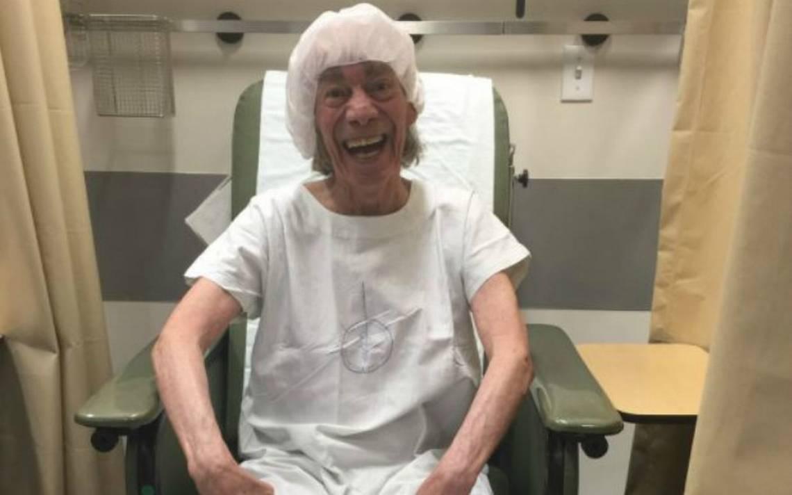 'El Loco' Valdés canta y bromea en el hospital a la espera de resultados