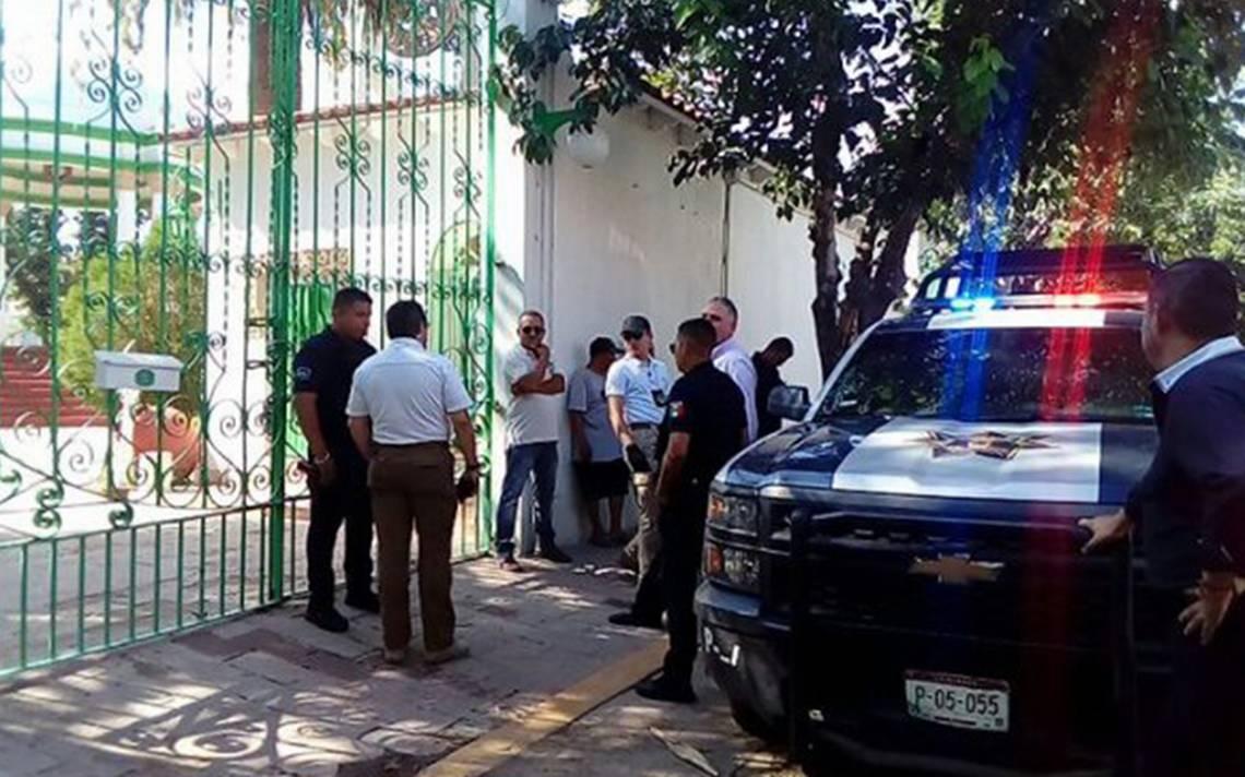 Mansión de Juan Gabriel es tomada a la fuerza por Alberto Aguilera Jr.