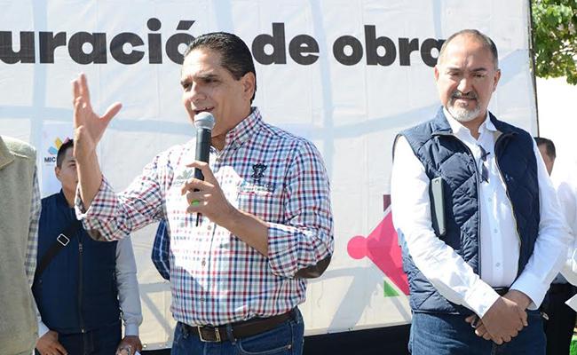 Silvano Aureoles inauguró un paquete de obras en Zitácuaro