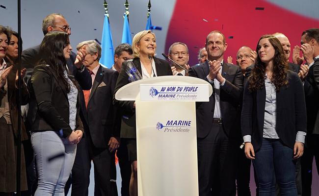 Propone Le Pen fortalecer el Estado en un mitin marcado por las protestas