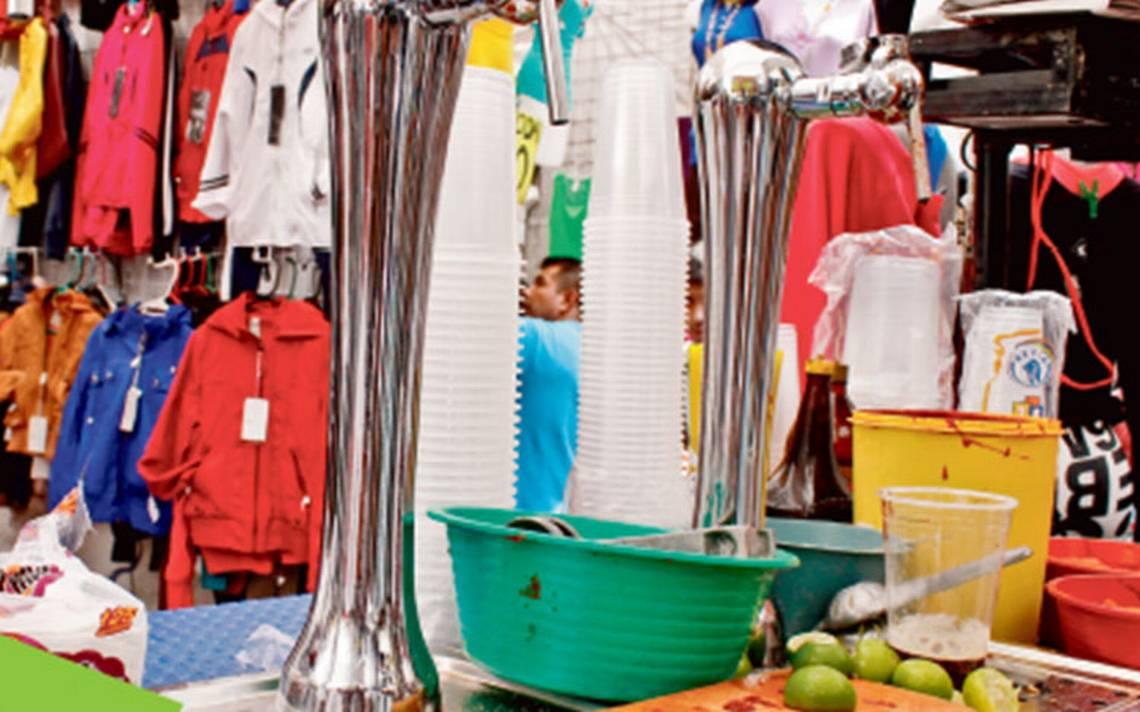 Chelerías ambulantes: aumenta venta de alcohol en tianguis