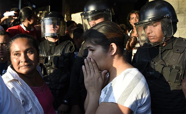 Sube a 31 el número de menores muertas en albergue de Guatemala