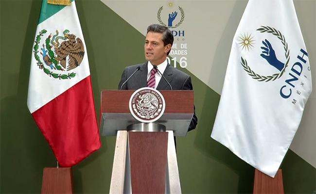 Peña Nieto hace votos para que Venezuela recupere orden democrático