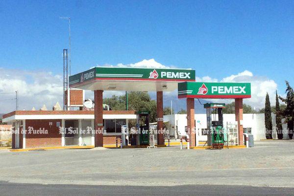 Huachicoleros dejan desiertas a gasolineras en Puebla
