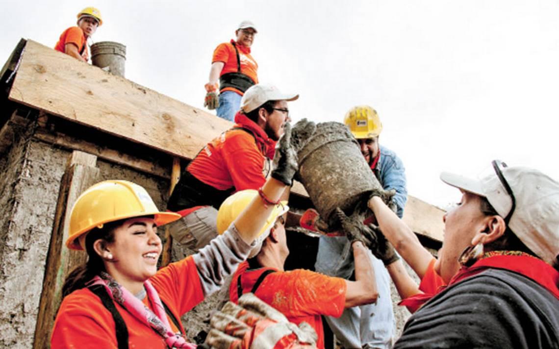 Reconstruyen la fe de los damnificados; entregan casa a Doña Lucía