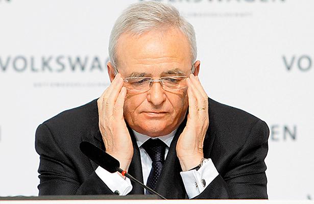 Presentan cargos en EU contra exdirector de Volkswagen por alterar autos