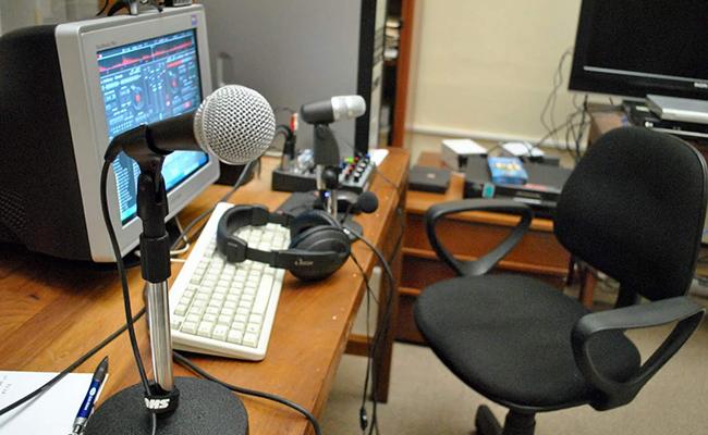 Denuncia el IDET falta de transparencia en licitación de estaciones de radio