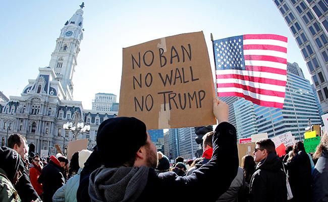 Ante revés en Corte, Trump analiza nuevo decreto migratorio