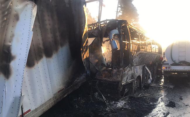 Abren carril de la México-Puebla tras choque; 31 heridos