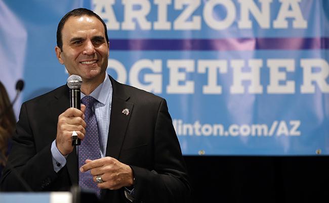 Nuevo sheriff de Arizona elimina política antiinmigrante de Arpaio