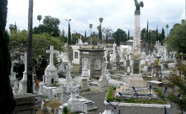 Investigan a implicados de grabar video porno en panteón de Guadalajara
