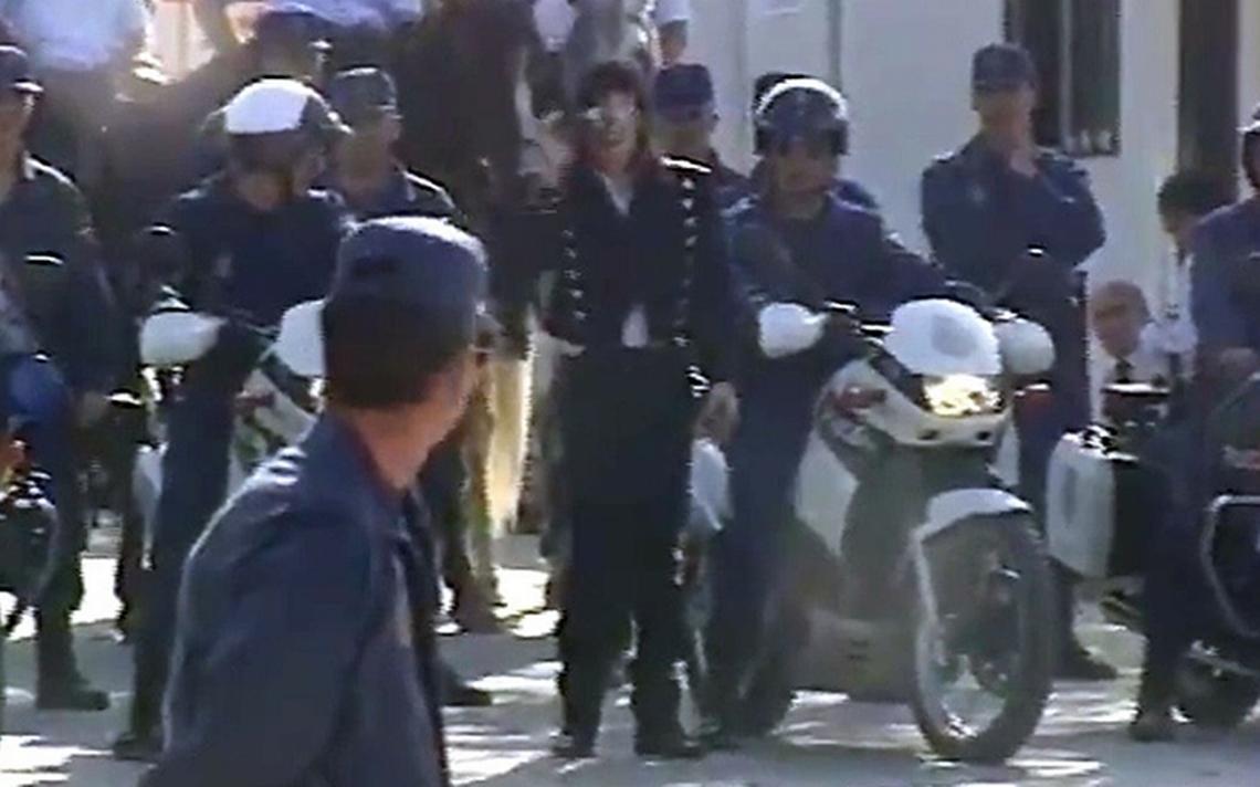 ¿Qué hace Michael Jackson rodeado de policías? este video inédito lo revela